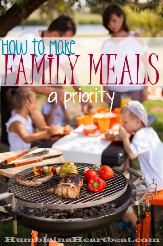 Eating together often as a family comes with a lot of great benefits, especially for kids. Make it a priority to have family mealtime and make some simple changes so everyone can enjoy this time together.
