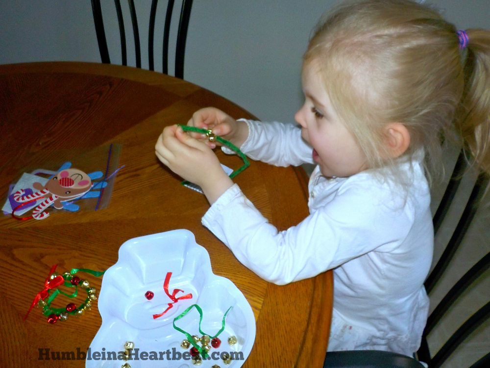 These Christmas ornaments look easy enough to make with my kids! I just love cheap and fun traditions for my family.